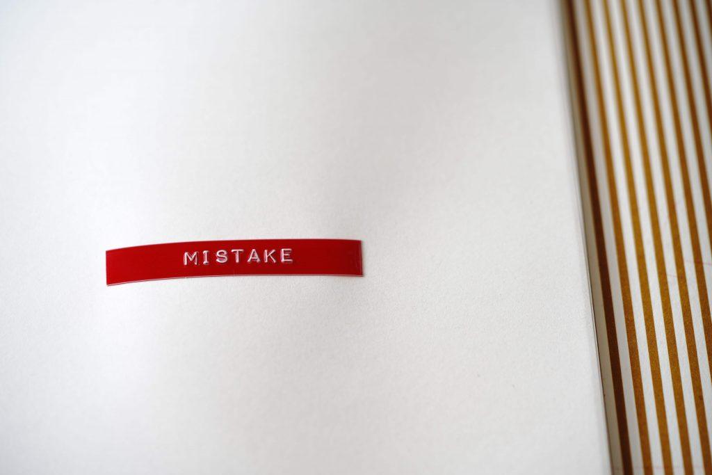 """Napis """"mistake"""""""