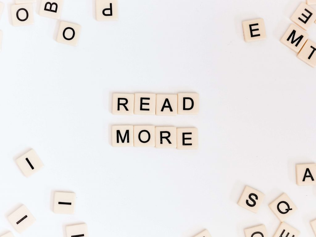 "Napis ""read more"""