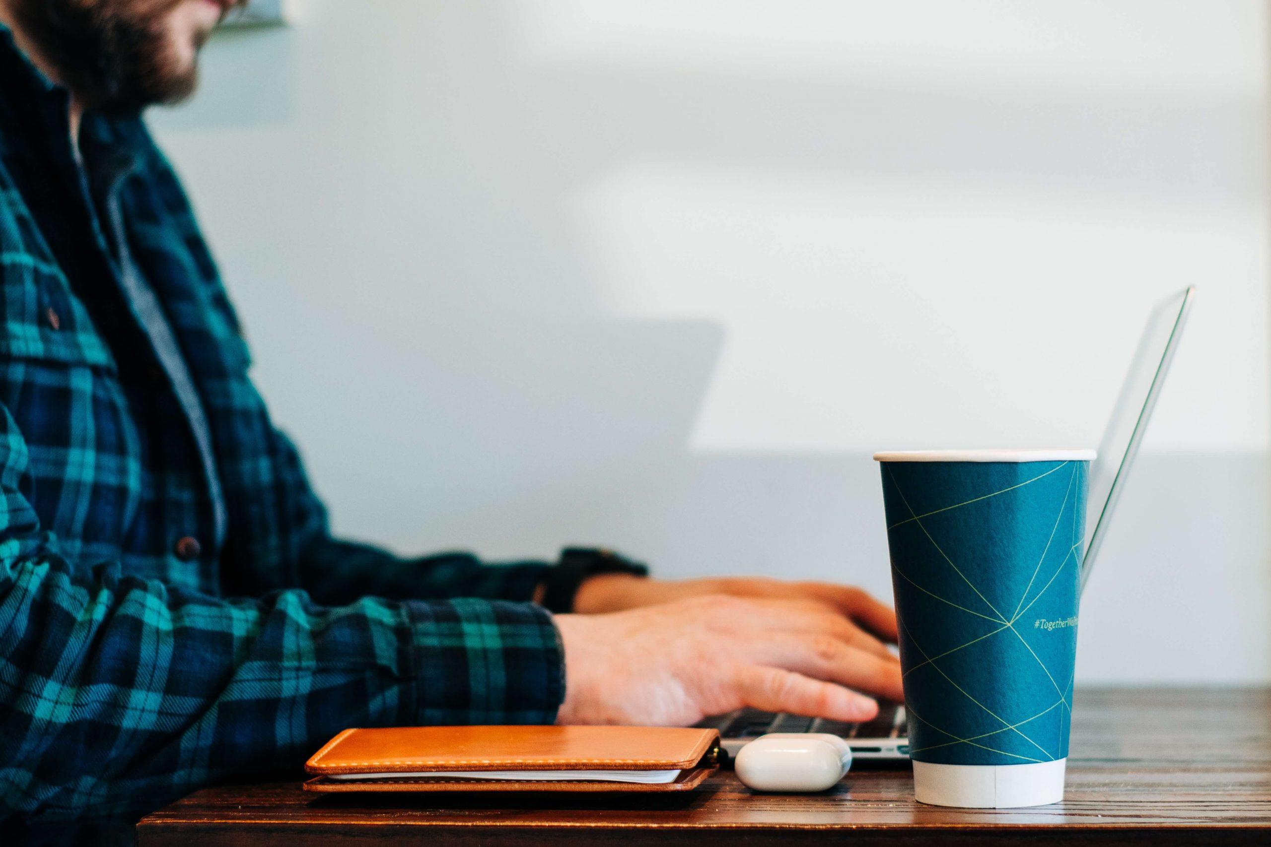 Co musi zawierać umowa freelancera?